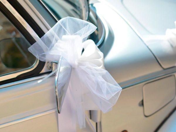 Maggiolone cabrio con fiocco per matrimonio